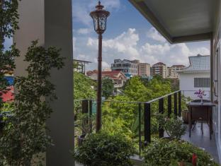 King Grand Suites Boutique Hotel Phnom Penh - Balcony