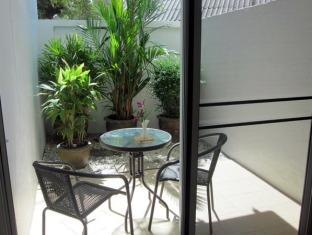Thana Guest House & Restaurant Phuket - Balcony/Terrace