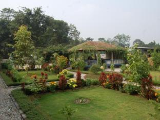 Chitwan Village Resort Chitwan National Park - Part of garden