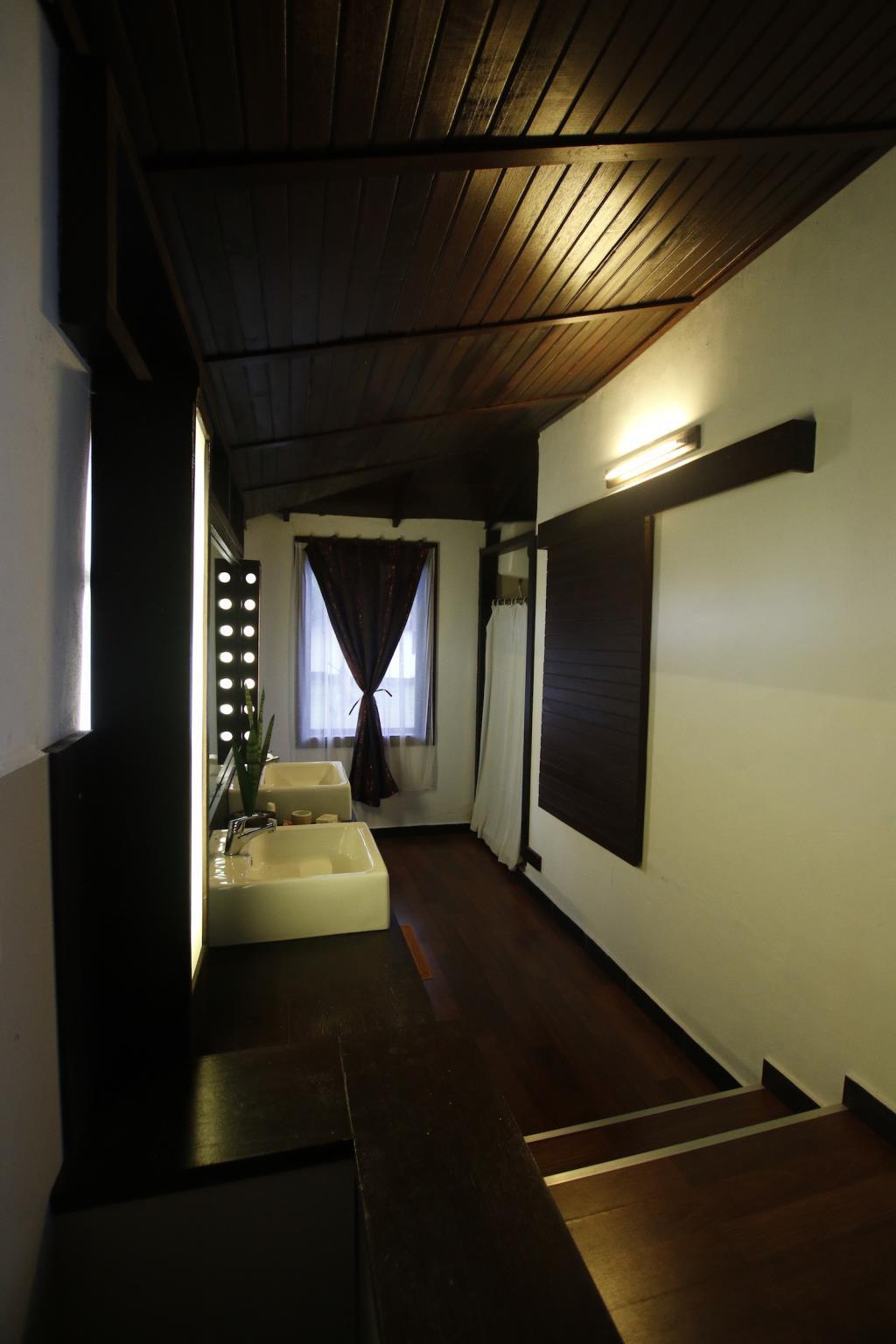 Hotel Kalinaun Resort - Lembeh & Bangka - Jalan Likupang-Girian - Manado