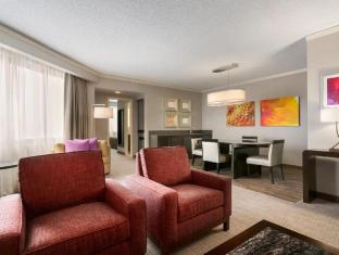 room of Embassy Suites Chicago North Shore Deerfield Hotel