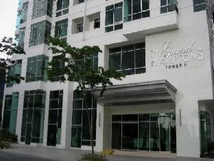 Grand Hampton Suites Manila - Facade