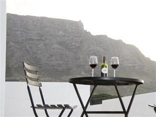 Cape View Accommodation Guesthouse Cape Town - Enjoying wine view of Table Mountain