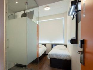 easyHotel Amsterdam City Centre South Amsterdam - Guest Room