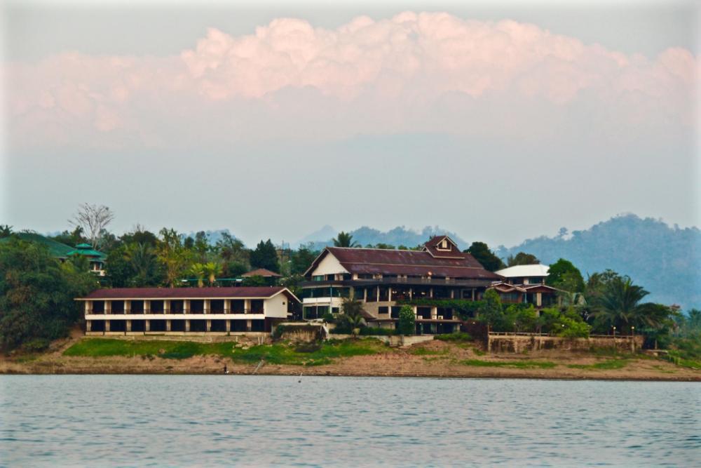 Pornpailin Riverside Resort