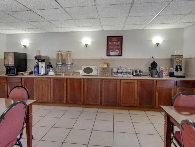 Econo Lodge Conference Center - El Dorado, AR 71730