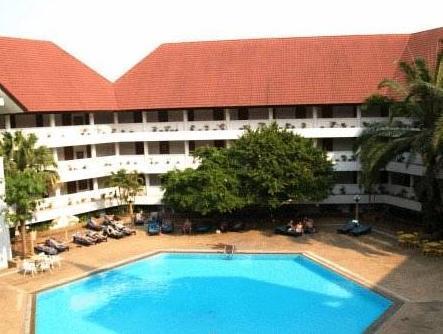 โรงแรมไพลิน