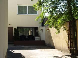 Guesthouse Vesiroosi Parnu - Ogród