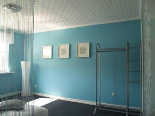 Guesthouse Vesiroosi Parnu - Pokój gościnny