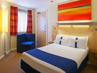 Holiday Inn Express Glasgow City Centre Theatreland Glasgow - Double Bed Guest Room