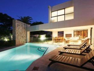 LaLuxe Bed & Breakfast Durban - Swimming Pool at Night