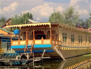 Image of New Perfume Garden Group Of Houseboats
