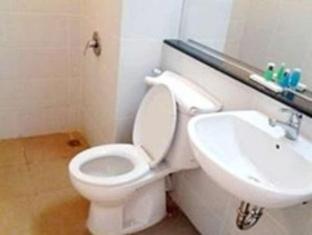 Bekizaar Hotel Surabaya - Bathroom