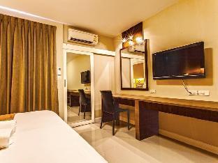 The Aim Sathorn Hotel guestroom junior suite