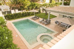 Charming Villa in Algarve .  5 min walk to beach.