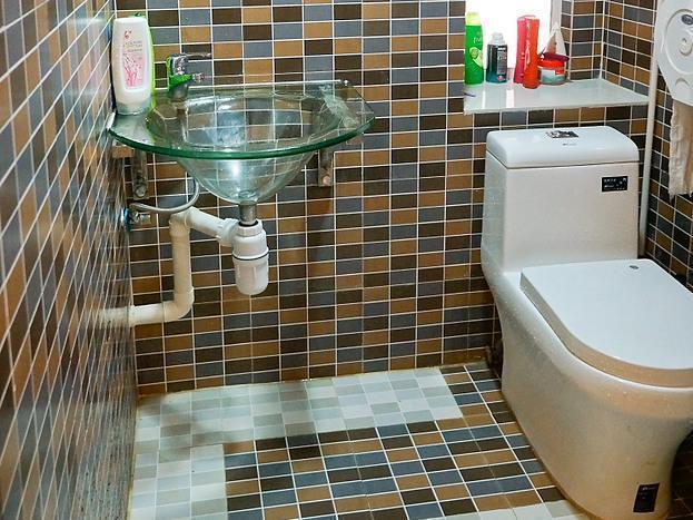 Hong Kong Hotel   Bathroom