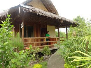 Mayas Native Garden Resort Cebu - Aircon Cottage