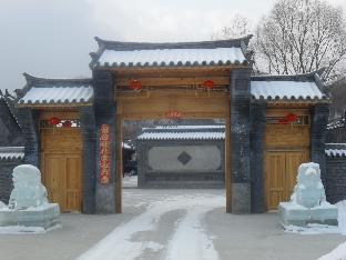 亚布力青云小镇关东会馆影视城