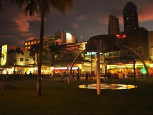 Our Awesome Hostel Manila - High Street Shopping District- Walking Distance