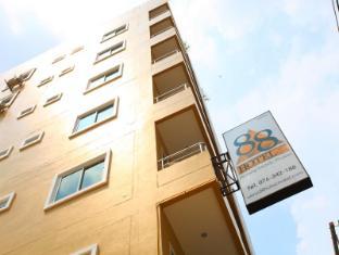 88 Hotel Phuket - Hotellet från utsidan