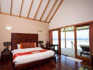 Vakarufalhi Island Resort guestroom junior suite