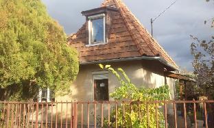 Dobogo house with garden rest