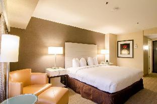 Hilton Los Angeles Airport guestroom junior suite
