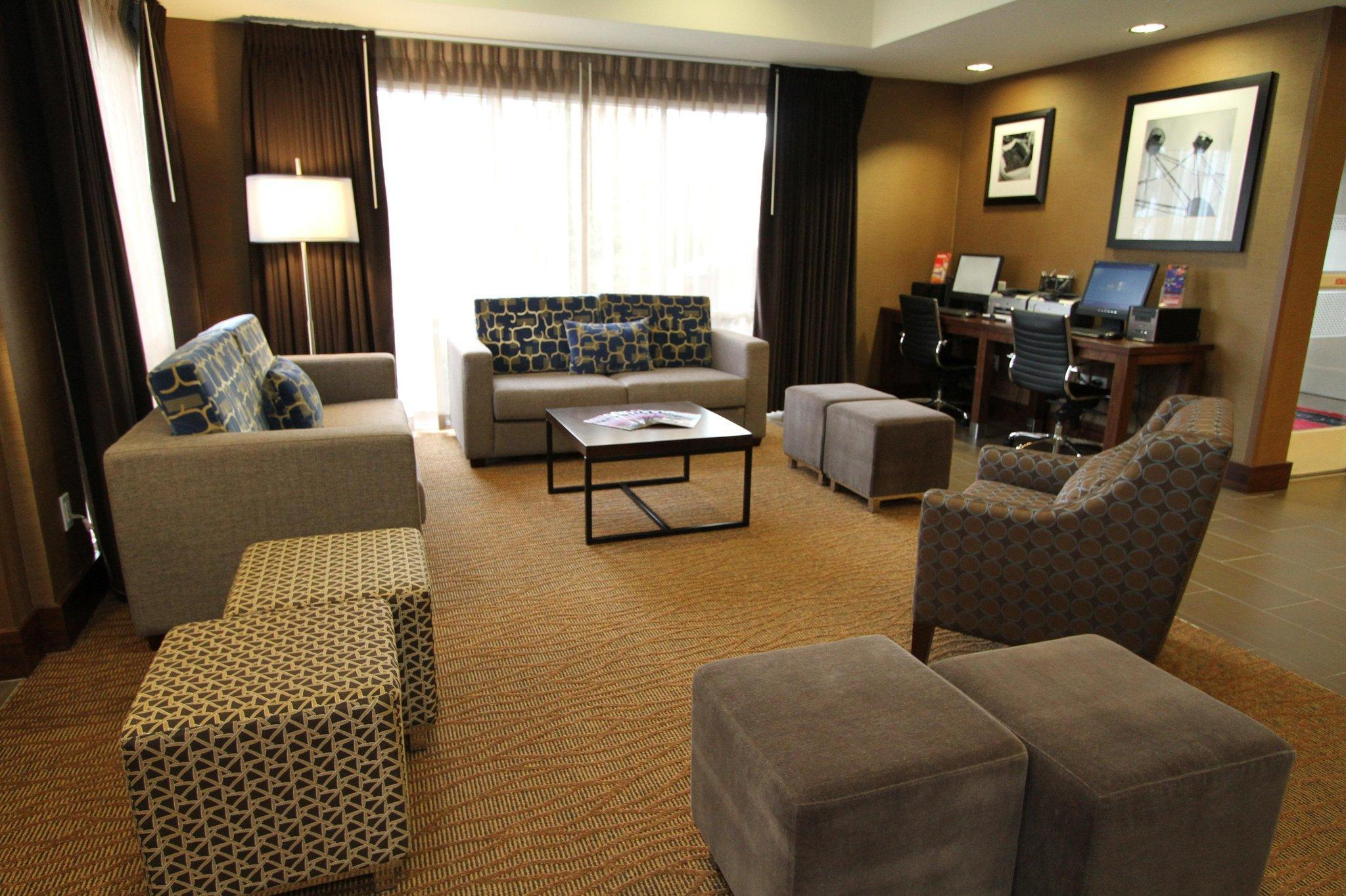 Hampton Inn & Suites Seattle-Downtown image