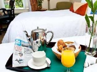 Hilton Garden Inn Boca Raton Hotel guestroom junior suite