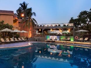 Whispering Palms Beach Resort Severna Goa  - bazen