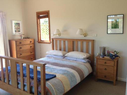 Featherstone Country Living Bed & Breakfast hotel accepts paypal in Christchurch