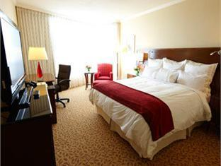 Marriott Pinnacle Hotel Vancouver (BC) - Guest Room