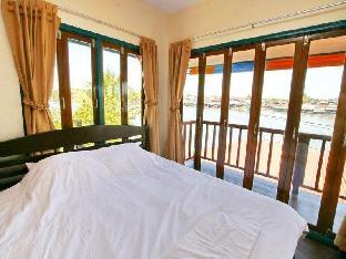 Ban Sabuy Chainam guestroom junior suite