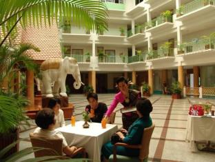 Dhevaraj Hotel Nan - Surroundings