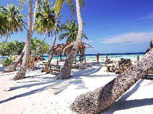 Maafushi Beach Area