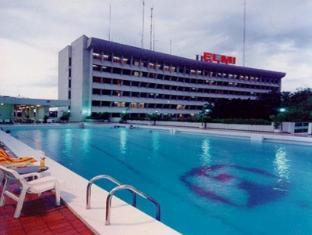 Elmi Hotel Surabaya - Hotel z zewnątrz
