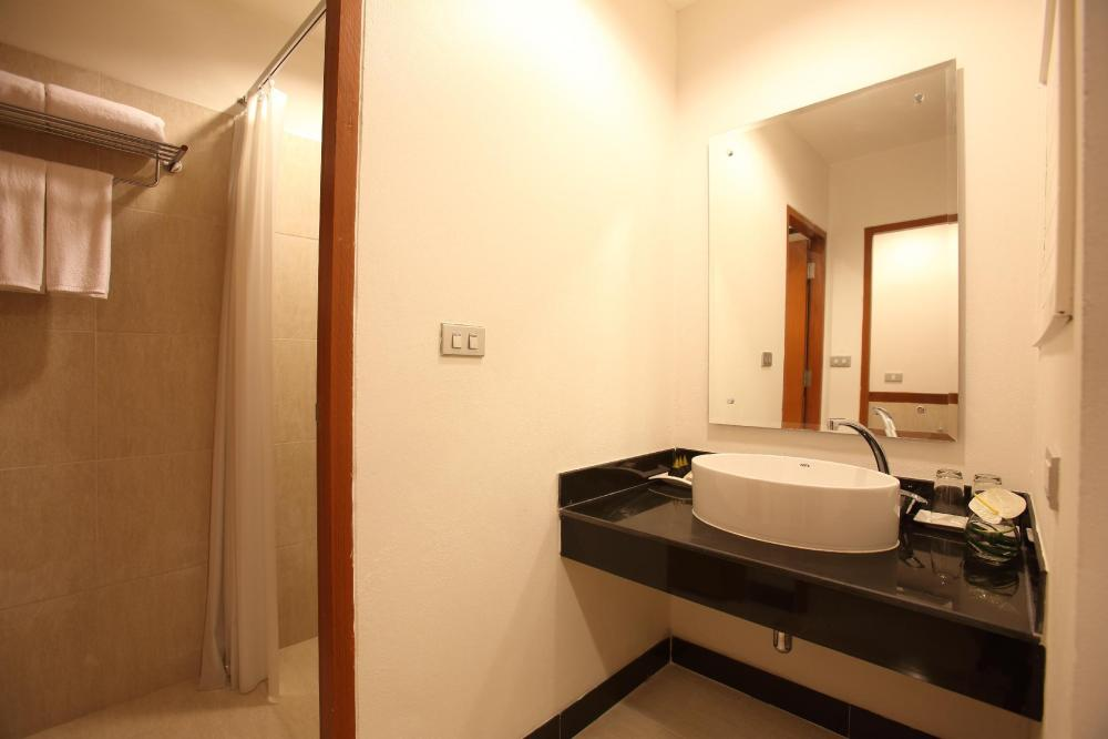 Bangsaen Heritage Hotel (SHA Certified)