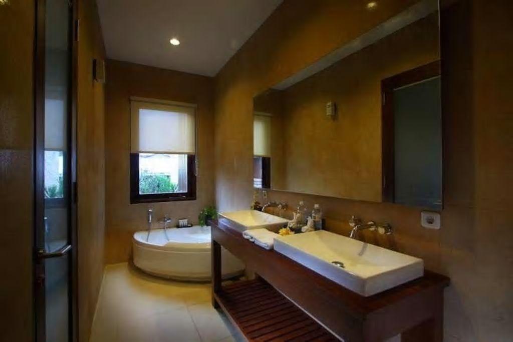 4 BDR Villa Private Pool Close to Canggu square