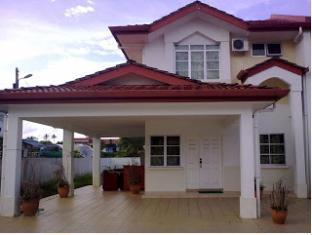 Kuching Guesthouse Kuching - Entrada