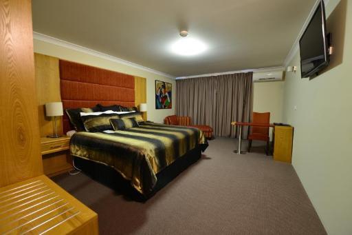 Best PayPal Hotel in ➦ Mudgee: Parklands Resort & Conference Centre