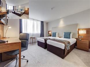 Thistle Kensington Gardens Hotel guestroom junior suite