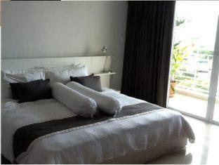ad-condominium-wong-amat-room-no-118-2