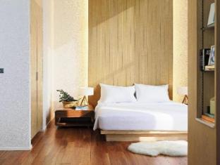 Balcony Seaside Si Racha Hotel & Serviced Apartments guestroom junior suite
