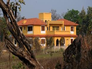 Courtyard House - Kanha