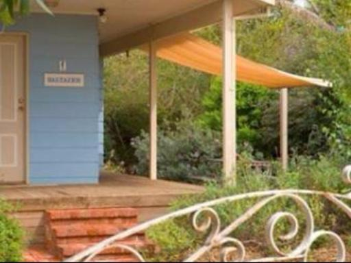 Saltaire Cottages hotel accepts paypal in Mclaren Vale