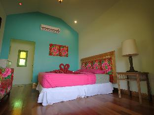 Baanrak Amphawa guestroom junior suite