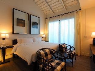 99 The Gallery Hotel guestroom junior suite