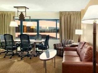 booking.com Hilton Suites Phoenix Hotel