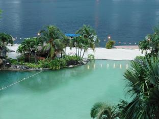 Mines Wellness Hotel Kuala Lumpur - Pool View