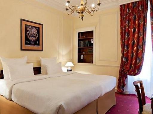 ➦  Hilton Worldwide    (Ile-de-France) customer rating